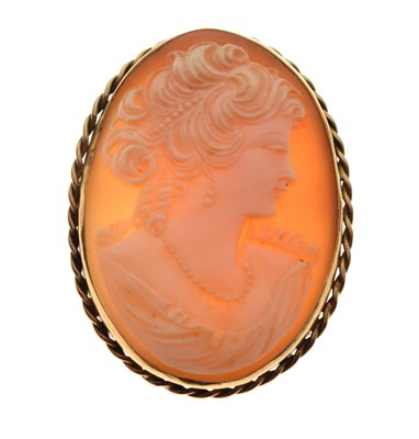 Lot 35 - 20th Century carved shell cameo in 9ct frame