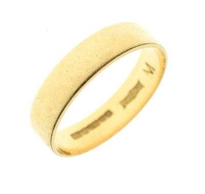 Lot 24 - 18ct gold wedding band, 3g approx