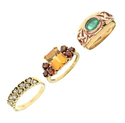 Lot 17 - 9ct gold yellow and rose gold ring