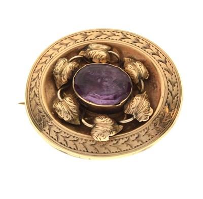 Lot 37 - Victorian oval brooch