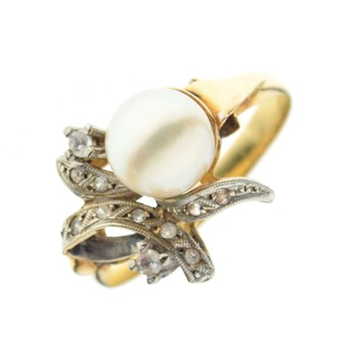 Lot 9 - Unmarked yellow and white metal ring