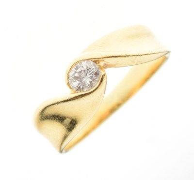 Lot 4 - Yellow metal (750) and solitaire diamond ring
