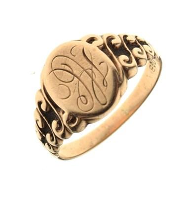 Lot 27 - Yellow metal signet ring stamped 10k