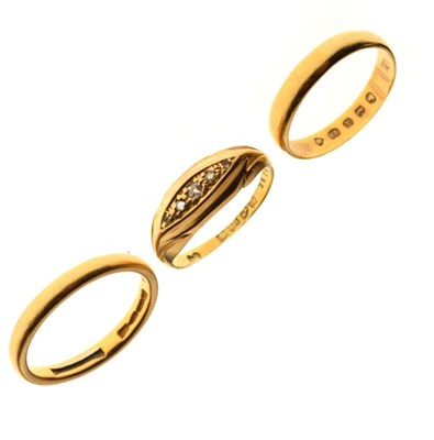 Lot 38 - Two 22ct gold wedding bands, and an 18ct five-stone diamond ring