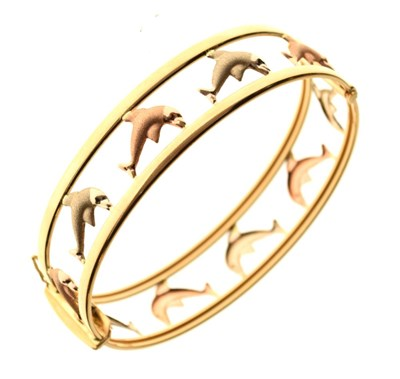 Lot 41 - Three-colour gold snap bangle