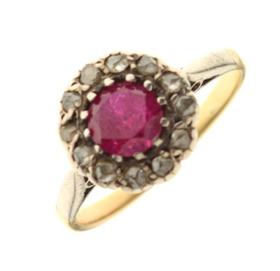 Lot 39 - Yellow metal cluster ring set ruby and diamonds