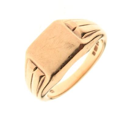 Lot 28 - 9ct gold signet ring, 12.8g