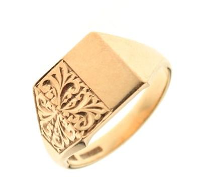 Lot 11 - 9ct gold signet ring, 5.8g