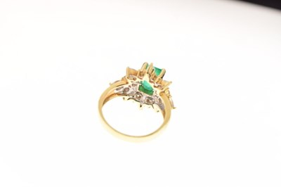 Lot Emerald and diamond cluster ring