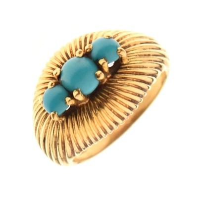 Lot 22 - Turquoise three stone gold ring