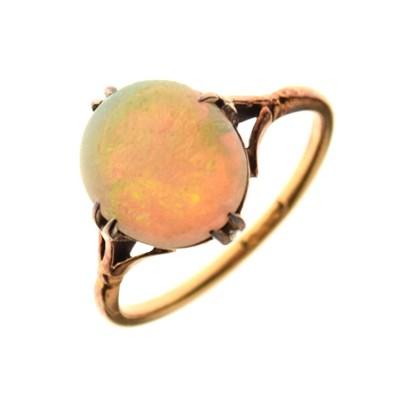 Lot 7 - 18ct gold opal single stone ring
