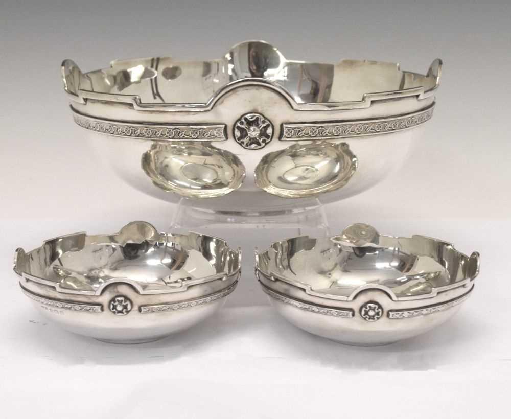 Lot Set of three George V silver bowls each having Tudor Rose cast banding