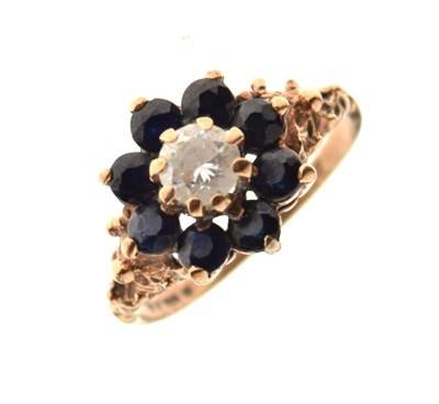 Lot 1 - 9ct gold cluster ring