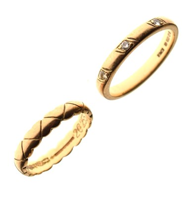 Lot 16 - Two 9ct gold wedding bands