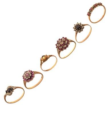 Lot 27 - Dress rings