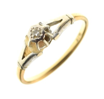 Lot 4 - Single stone diamond ring