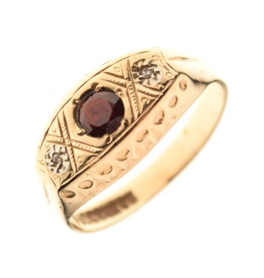 Lot 10 - 9ct gold ring