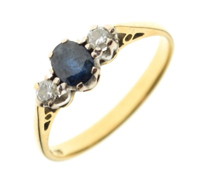 Lot 5 - 18ct gold three-stone ring