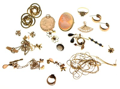 Lot 92 - Assorted gold and yellow metal jewellery