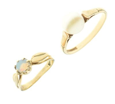 Lot 21 - Two 9ct gold rings