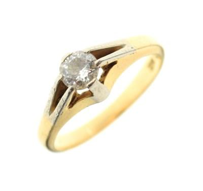 Lot 7 - Single stone diamond ring