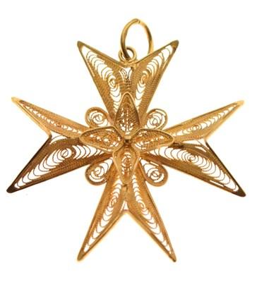 Lot 71 - Ornate fine gold Maltese cross pendant
