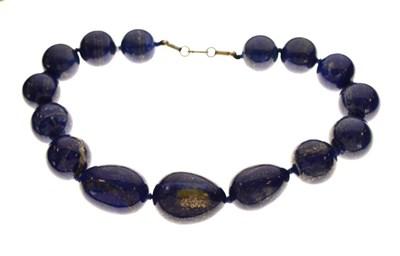 Lot 58 - Necklace set lapis-coloured hardstones