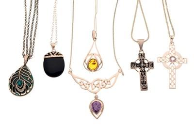 Lot 88 - Small quantity of pendants
