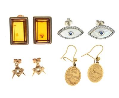 Lot 67 - Small quantity of earrings