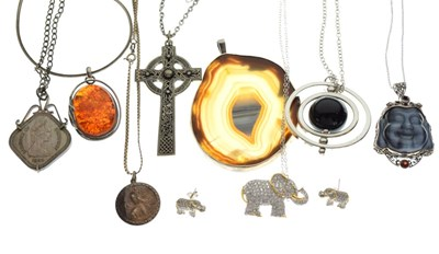 Lot 87 - Quantity of silver and white metal jewellery